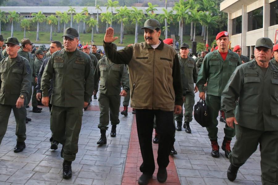 Maduro exhibe apoyo de fuerzas armadas