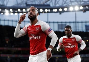 Arsenal pone contra las cuerdas al Valencia en la Europa League