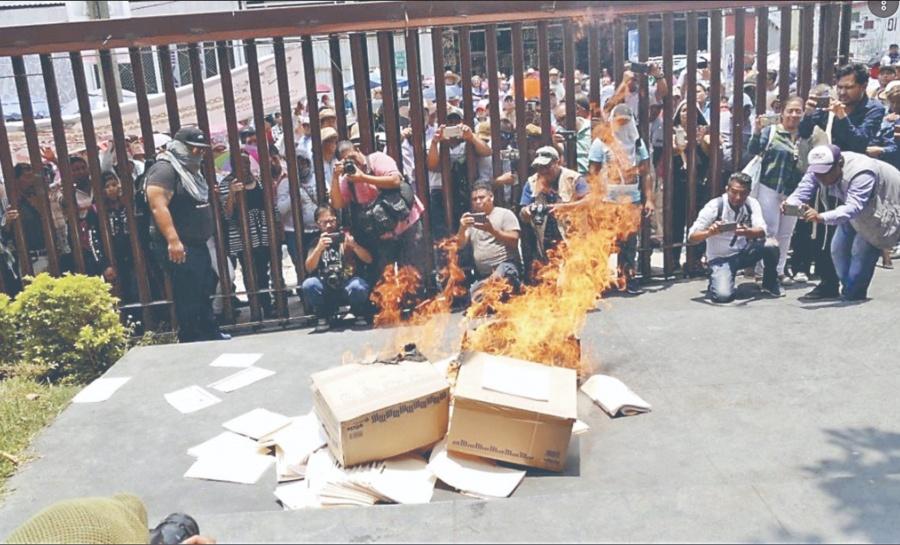 Oootra vez la Ceteg vandaliza Congreso