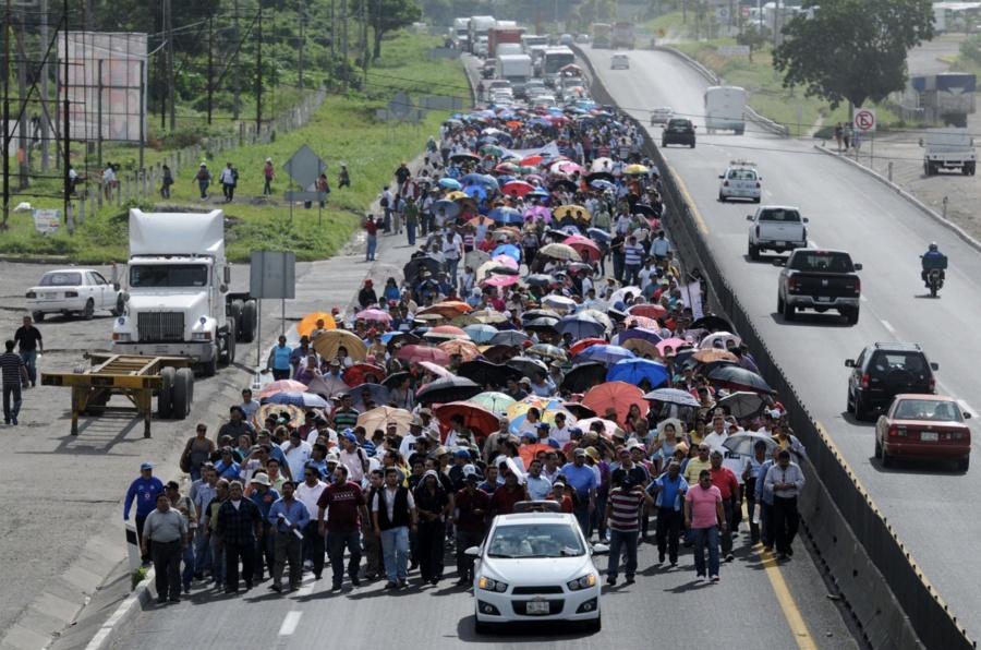 Toma CNTE supermercados en Oaxaca; deja sin clases a 400 mil niños