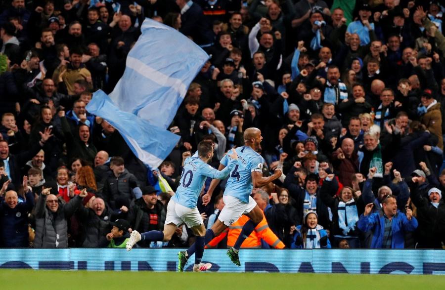 Con golazo de Kompany al Leicester, el City ya tiene media Premier
