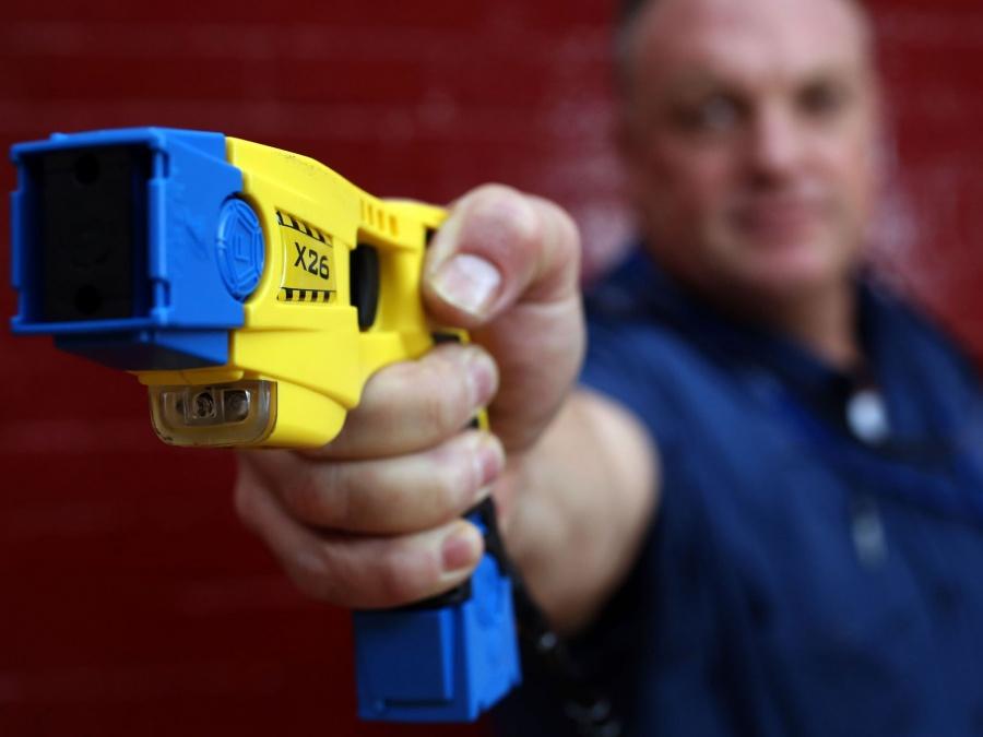 Policía argentina podrá usar armas con descarga eléctrica