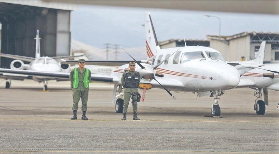 Maduro militariza aeropuertos y abre juicio contra siete diputados