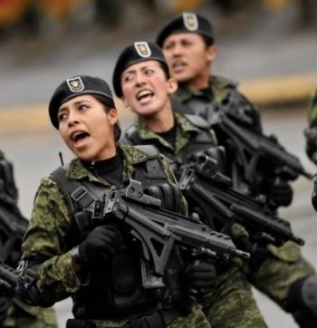 Expiden decreto para beneficiar a mujeres de las Fuerzas Armadas
