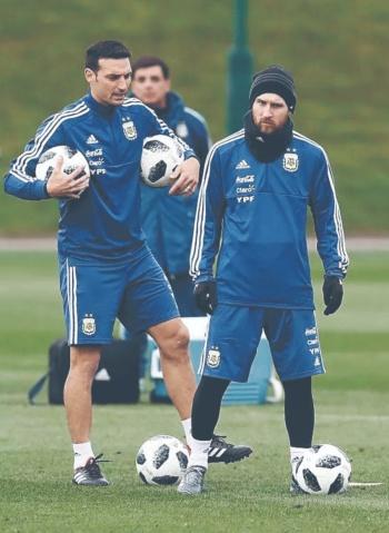 Scaloni niega que Messi recomendara jugador