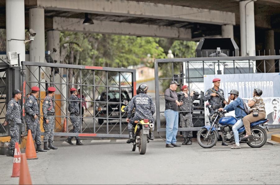 Maduro va tras 3 Diputados allegados a Leopoldo López