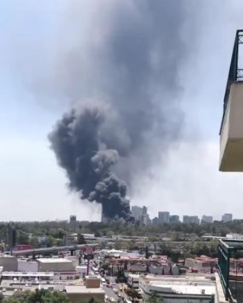 Fuerte incendio en predio de Cuajimalpa
