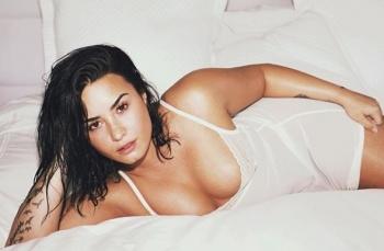 Demi Lovato vuelve sin complejos y con nuevo manager