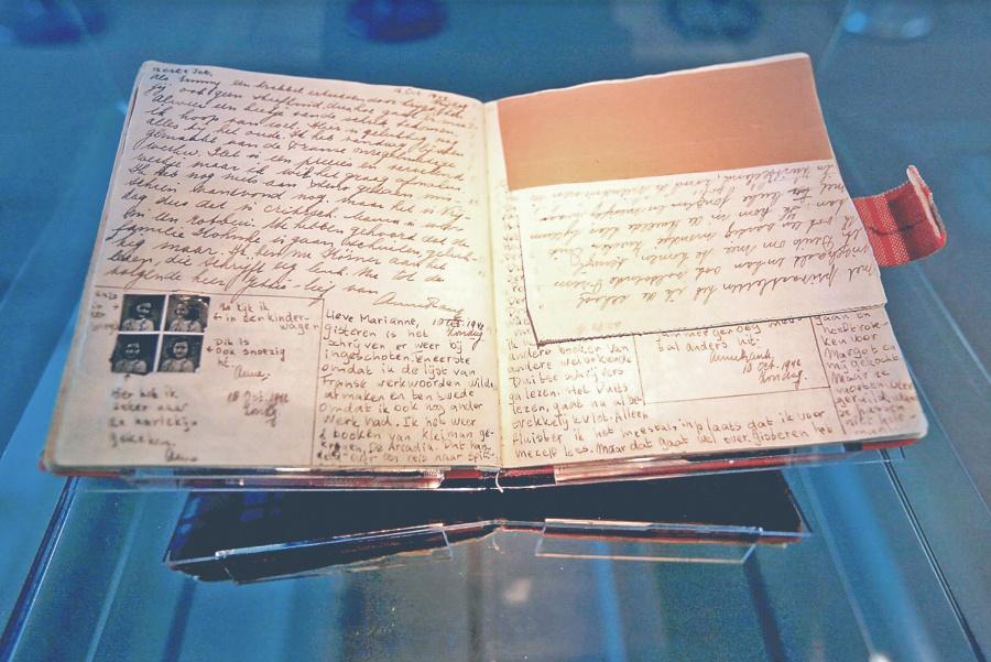 Original de diario revela la pasión de Ana por escribir