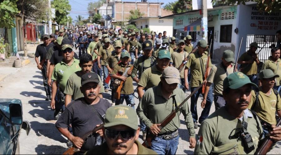 Niños indígenas Nahuas se unen a la policía comunitaria