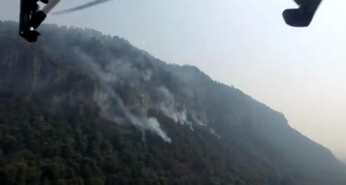 Brigadistas combaten incendio forestal en Magdalena Contreras