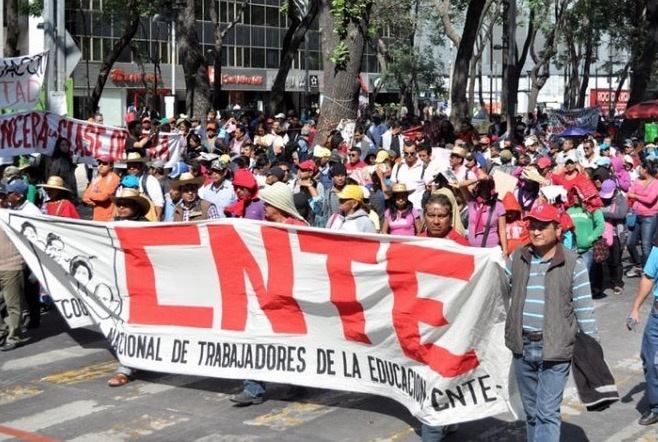 Maestros marchan al Zócalo capitalino; exigen derogación de Reforma Educativa