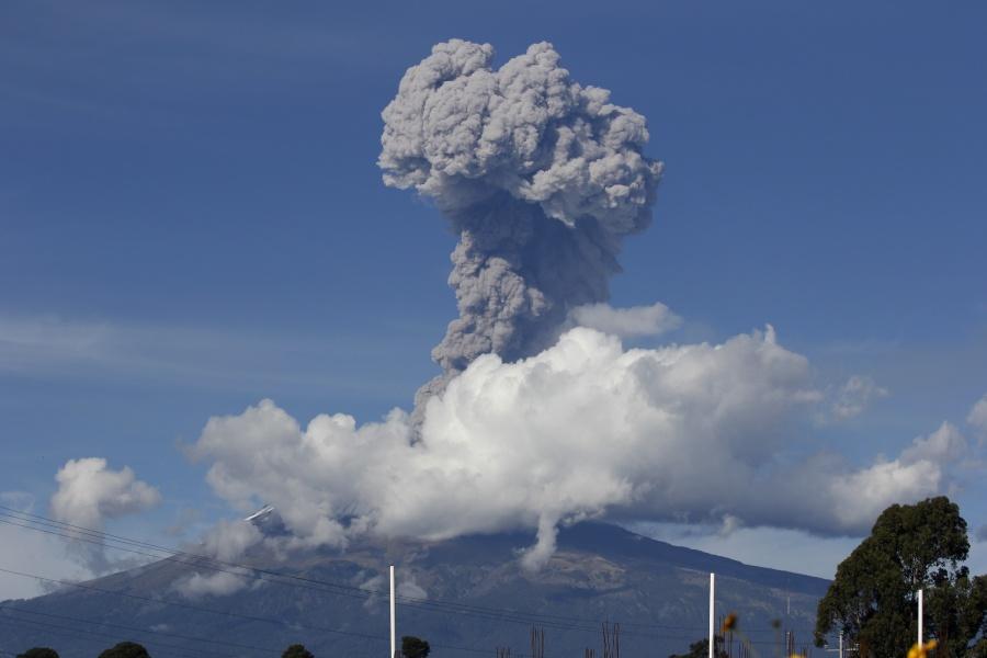 Se registra explosión en el Popocatépetl en medio de contingencia ambiental