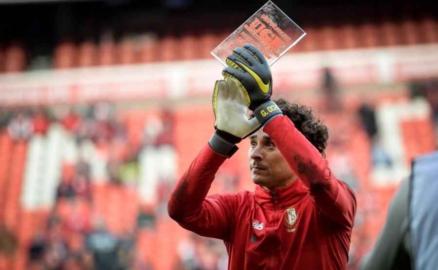 Reconocen a Guillermo Ochoa, como mejor Jugador del Standard Lieja