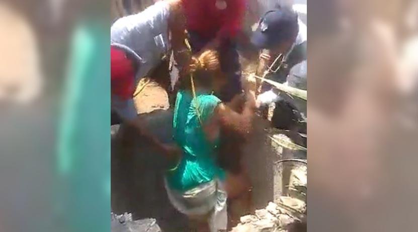 Rescatan a mujer que cayó a un pozo de 8 metros, en Oaxaca