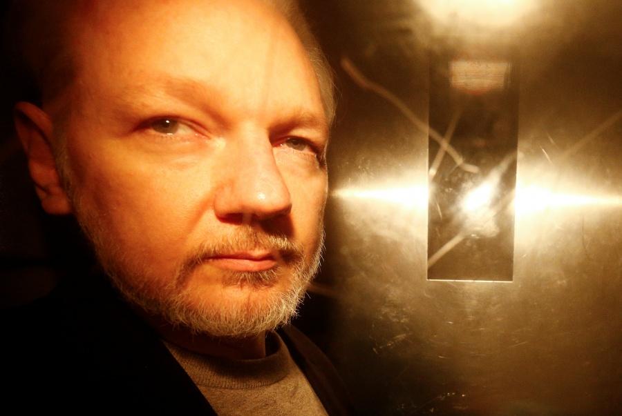 Suecia ordena la detención de Julian Assange por violación