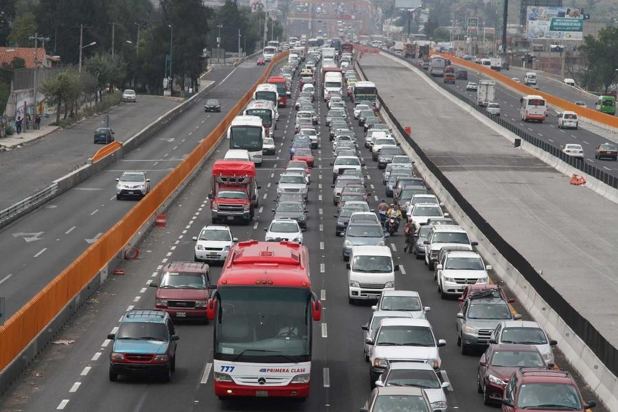 Reducen carriles en la México-Querétaro tras accidente