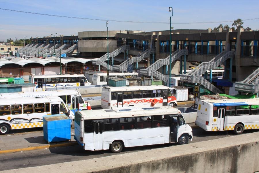 Joven se arroja de un puente en Terminal de Pantitlán
