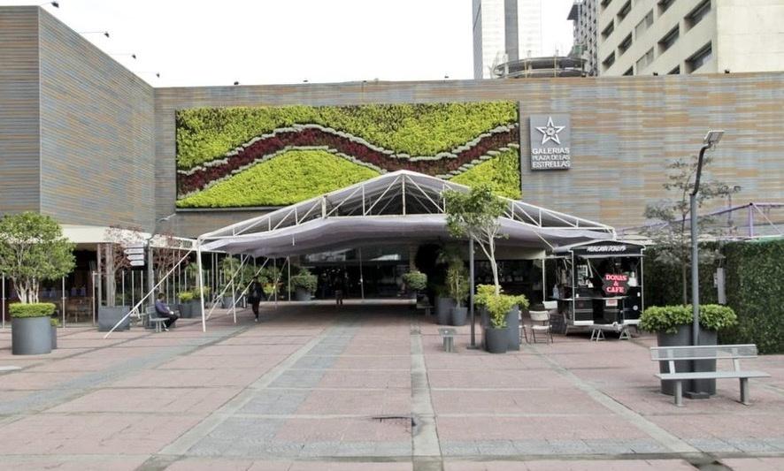 Manifestantes cierran accesos de Galerías Plaza de las Estrellas