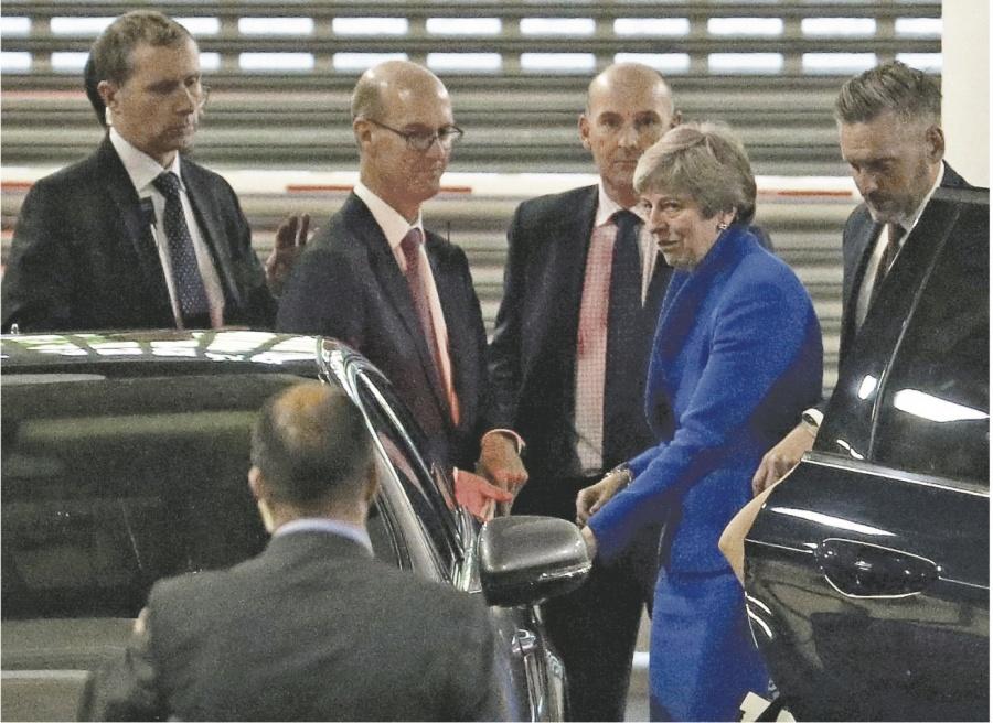 May ofrece otro plebiscito y nexos con UE para sellar pacto del Brexit