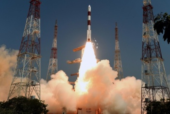 India lanza satélite que ayudará en agricultura y desastres