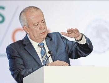 Inversión lenta frena al país: Carlos Urzúa