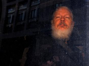 EU revela 17 cargos contra Assange