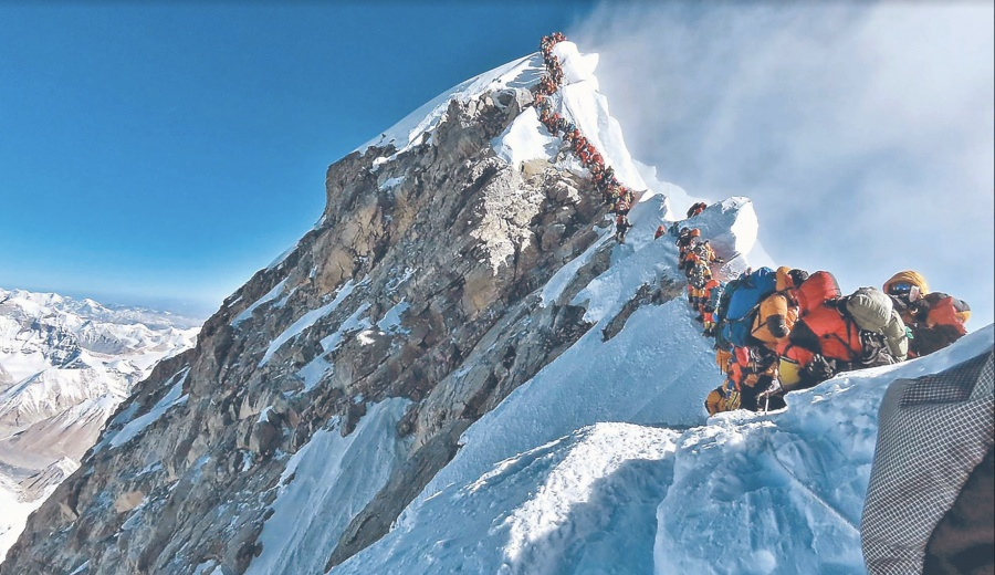 Rompen Récord 200 alpinistas en Everest