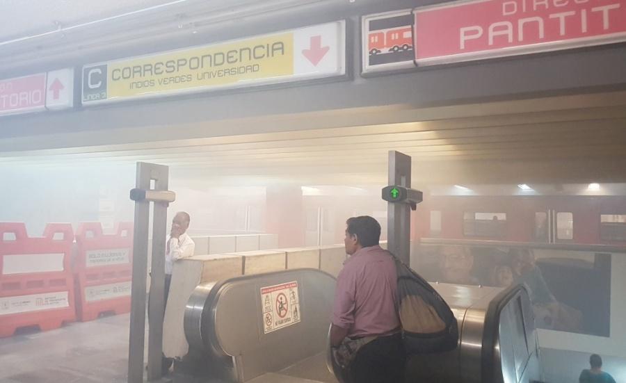 Por presencia de humo, desalojan a usuarios en Metro Balderas