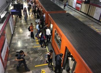 Usuarios reportan explosión en túnel de Metro Lindavista