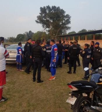 Policía dispara contra jugador en el Deportivo Zarco