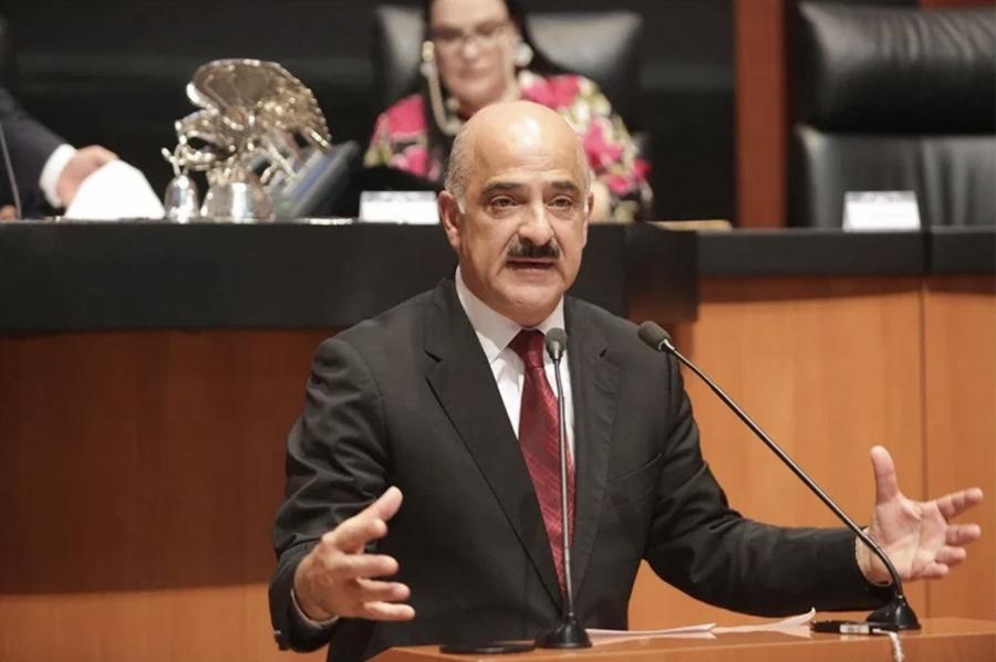Designan al senador Ricardo Ahued al frente de Aduanas