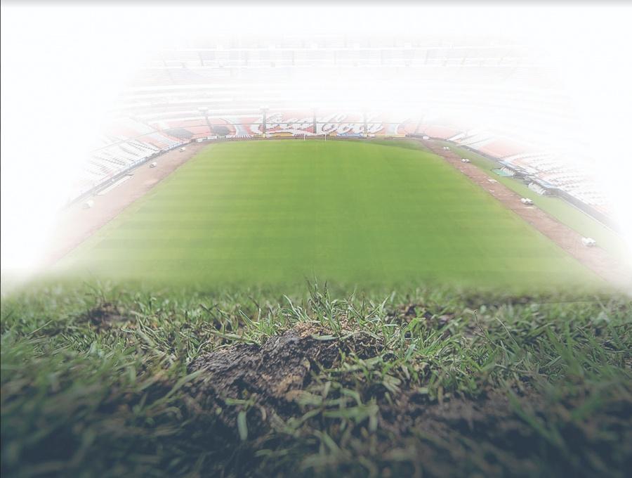 Por tercera vez en menos de un año, cambian césped del Estadio Azteca