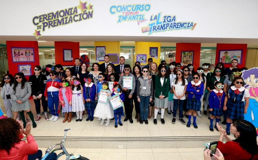 """Premian a participantes del primer concurso """"Pinta con la liga de la transparencia"""