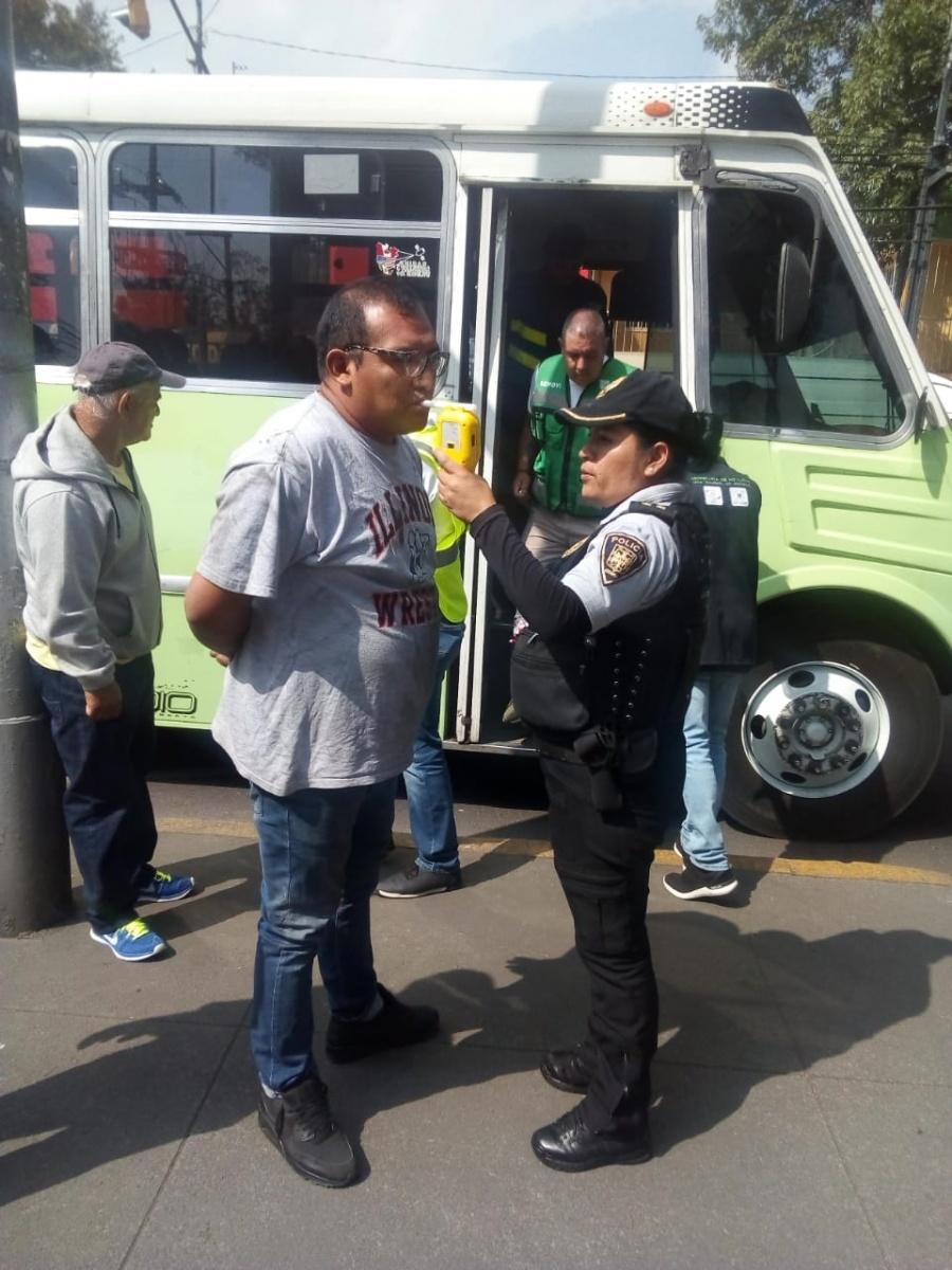 Realizan pruebas de alcoholemia a conductores de transporte público en Iztacalco