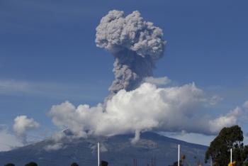 Registran fuerte explosión del volcán Popocatépetl