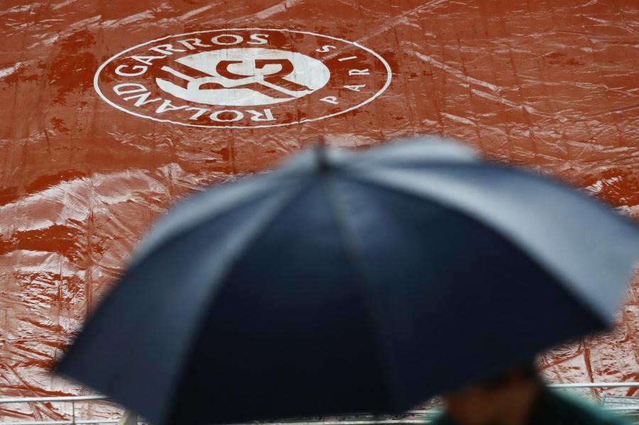 Suspenden partidos de Federer y Nadal en Roland Garros por lluvias