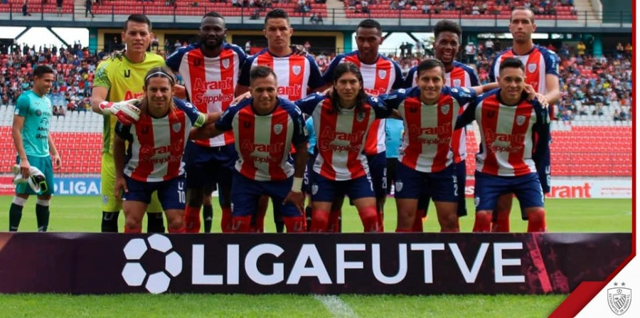 Futbolista mexicano destaca con golazo en Venezuela