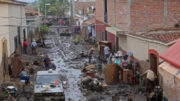 Continúa búsqueda de desaparecidos por desborde de río en Jalisco