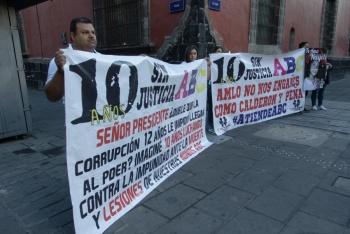 Padres exigen justicia por incendio de Guardería ABC frente a Palacio Nacional