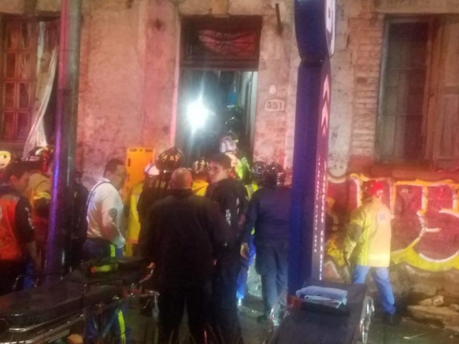Mueren dos mujeres por derrumbe en la Benito Juárez