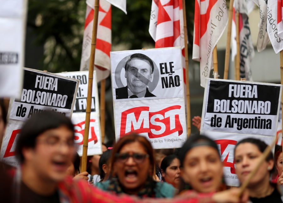 Argentina recibe a Bolsonaro con protestas