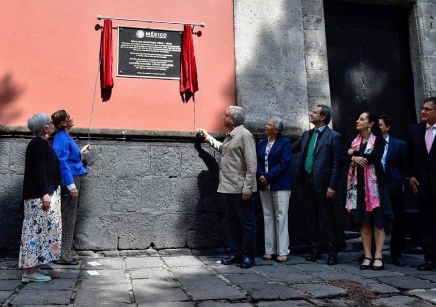 AMLO devela placa conmemorativa del periodista Paulino Martínez