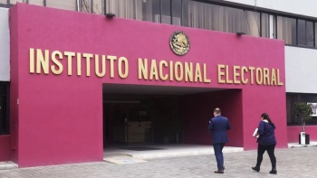Va INE por impulsar voto en el extranjero