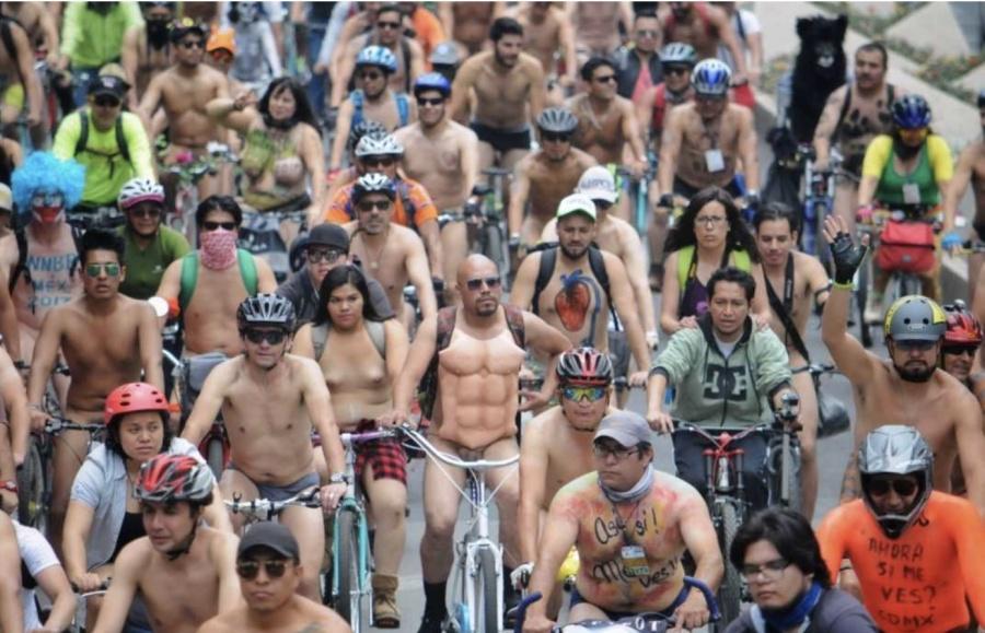 Realizan rodada nudista en favor del respeto a ciclistas