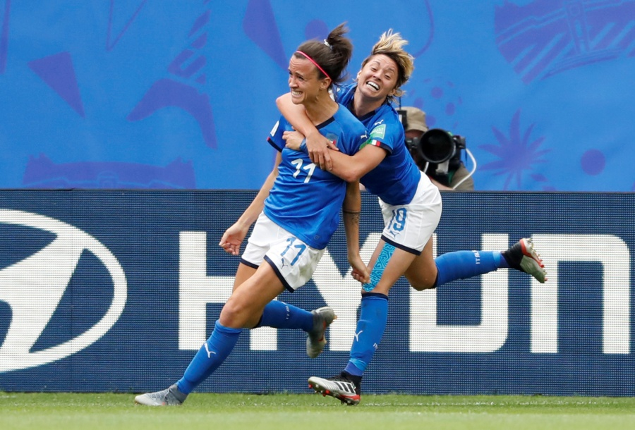Italia triunfa 2-1 sobre Australia en su regreso a un Mundial femenil