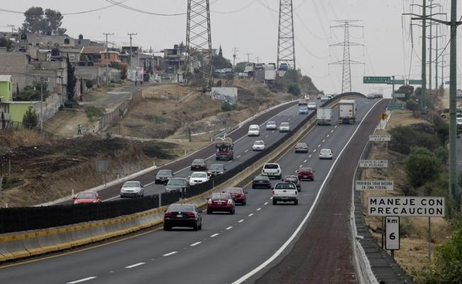 Por mantenimiento, reducen carriles en la carretera México-Querétaro