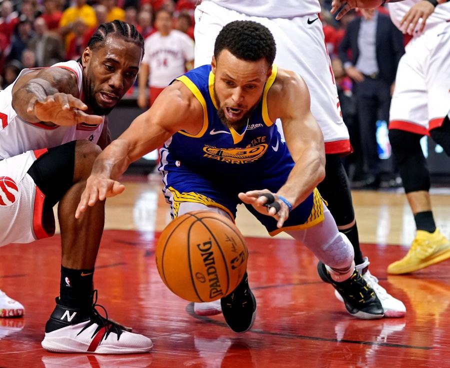 Toronto deja ir su primer título de la NBA; Warriors aún respira