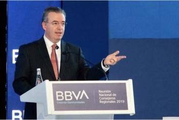 Baja calificación de inversión a Pemex debe ser atendida: Banxico