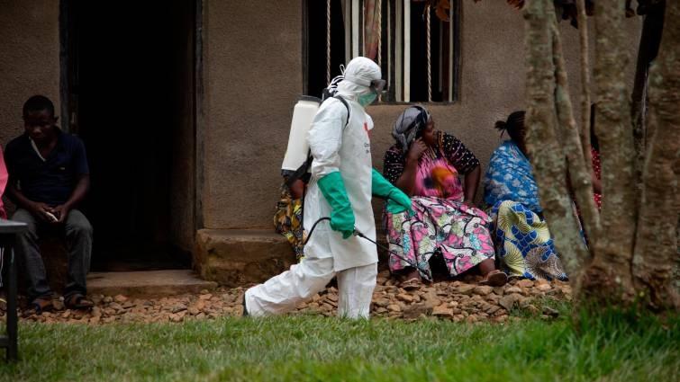 Analiza OMS declarar emergencia de preocupación internacional por ébola